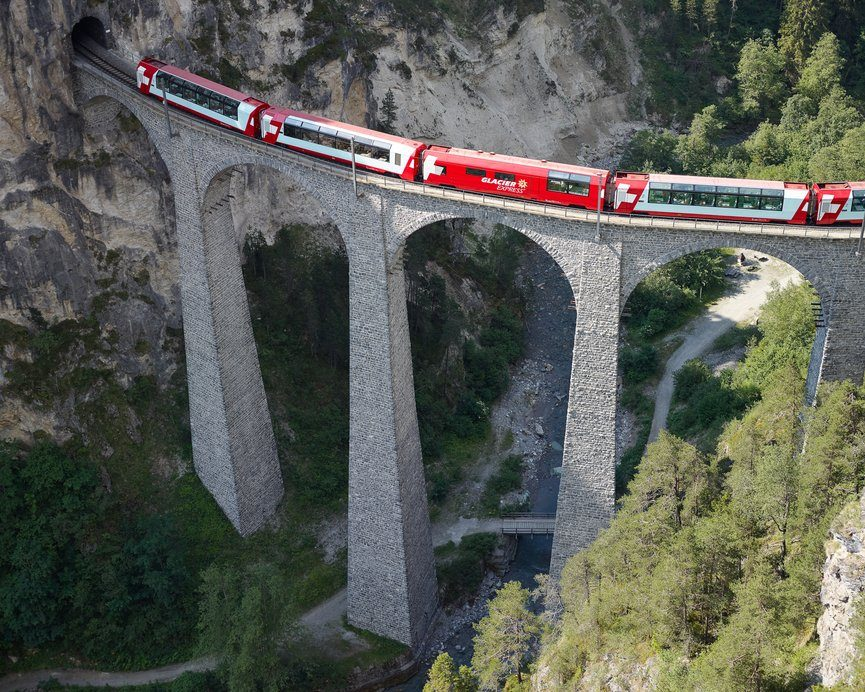 Bild für Glacier Express Panoramawagen (C)MGB/Danuser
