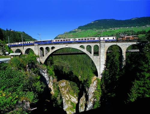 Glacier Pullman Express auf der Solisbrücke (C)RhB