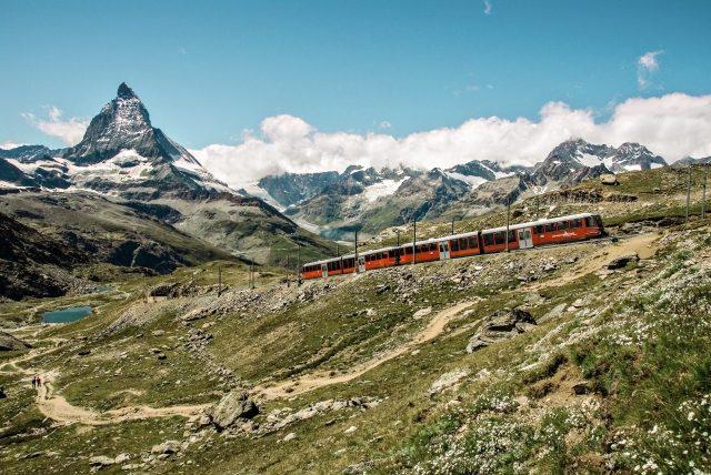 Gornergratbahn mit Matterhorn (C)GGB