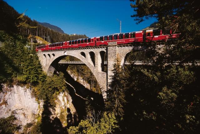 Bernina Express auf dem Solisviadukt an der Berninalinie (C)RhB