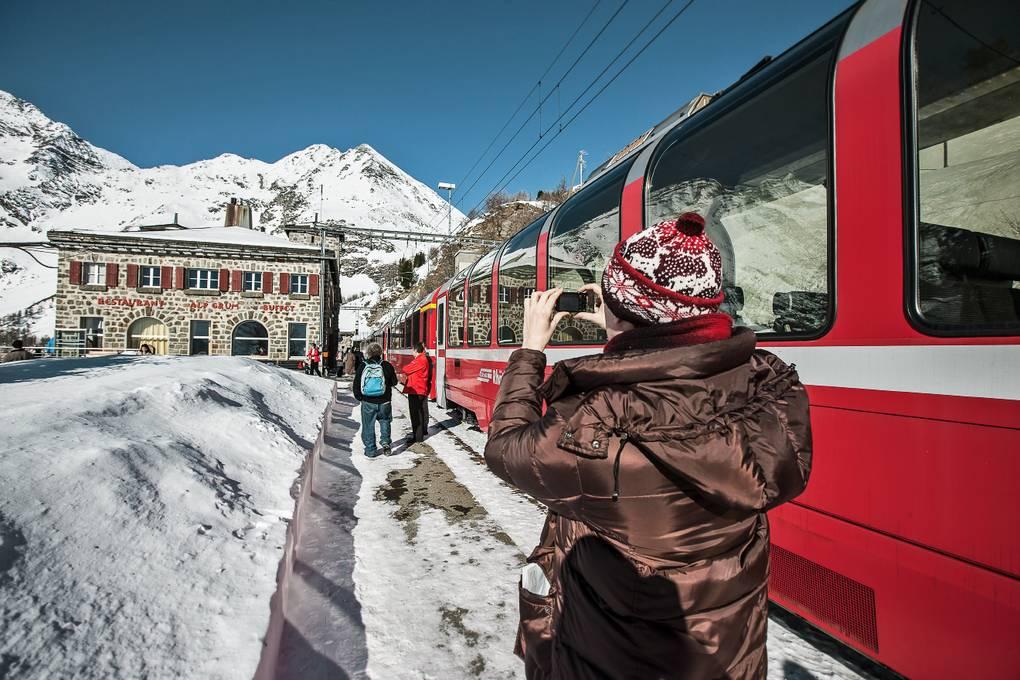 im Frühjahr Bernina Express Alp Grüm