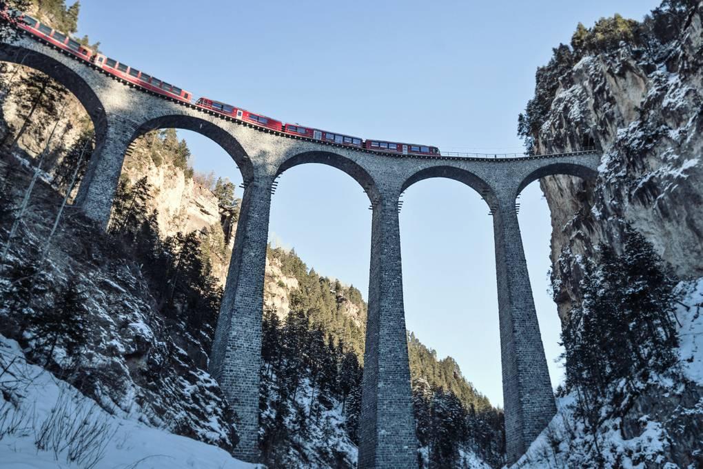Landwasserviadukt mit Bernina Express - Albulalinie