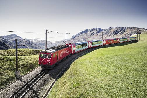 Glacier-Express am Oberalppass (C)GlacierExpress AGPanorama