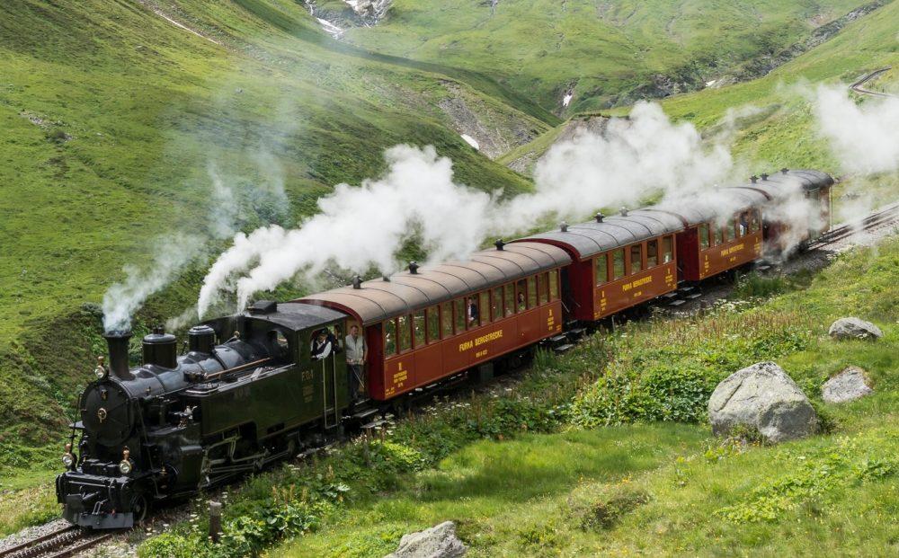 Dampfzug auf der Furka-Bergstrecke (C)JBolliger