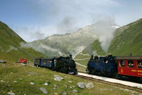 Zugkreuzung auf der Furka-Berg (C)JürgBolligerstrecke