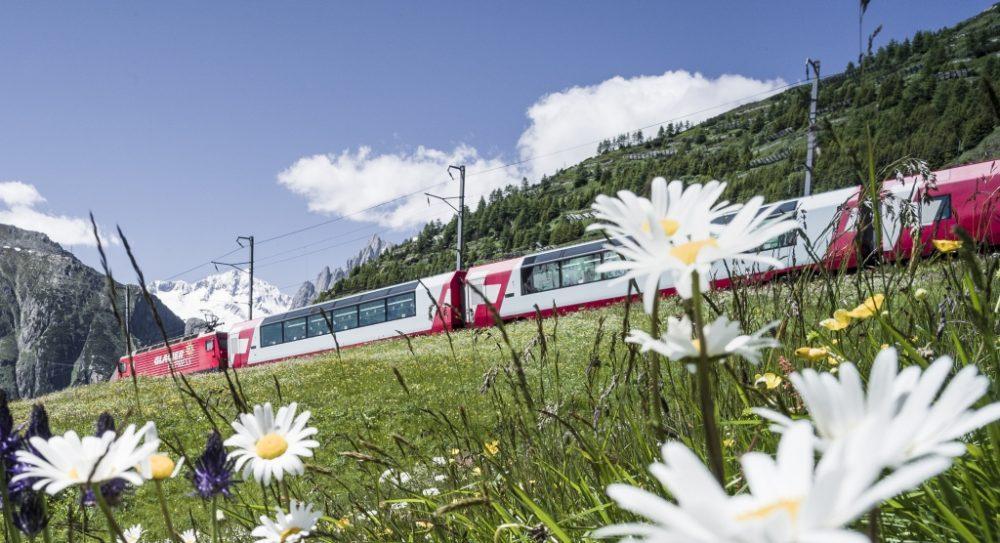Glacier Express am Oberalppass (C)MGB