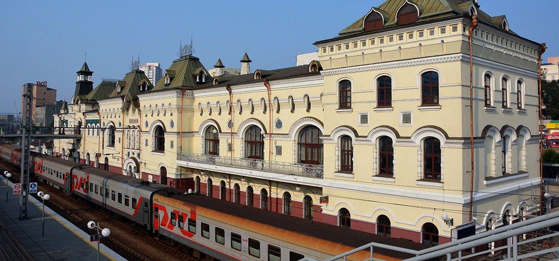 Transsib-Linienzug am Bahnhof von Wladiwostok