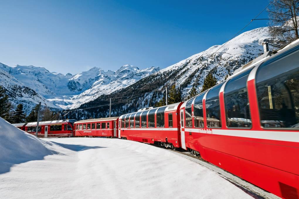 Bernina Express in der Montebellokehre (C)RhB