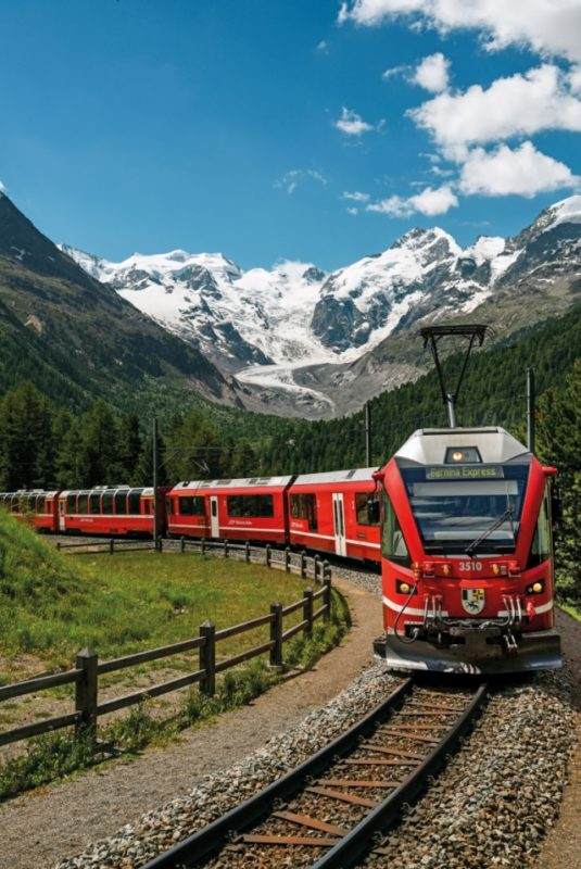 Bernina Express in der Montebellokehre - Bernina