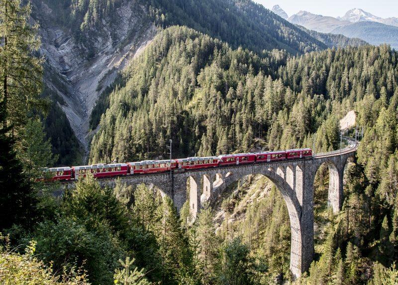 Bernina Express auf dem Wiesner Viadukt (c) RhB Andrea Badrutt