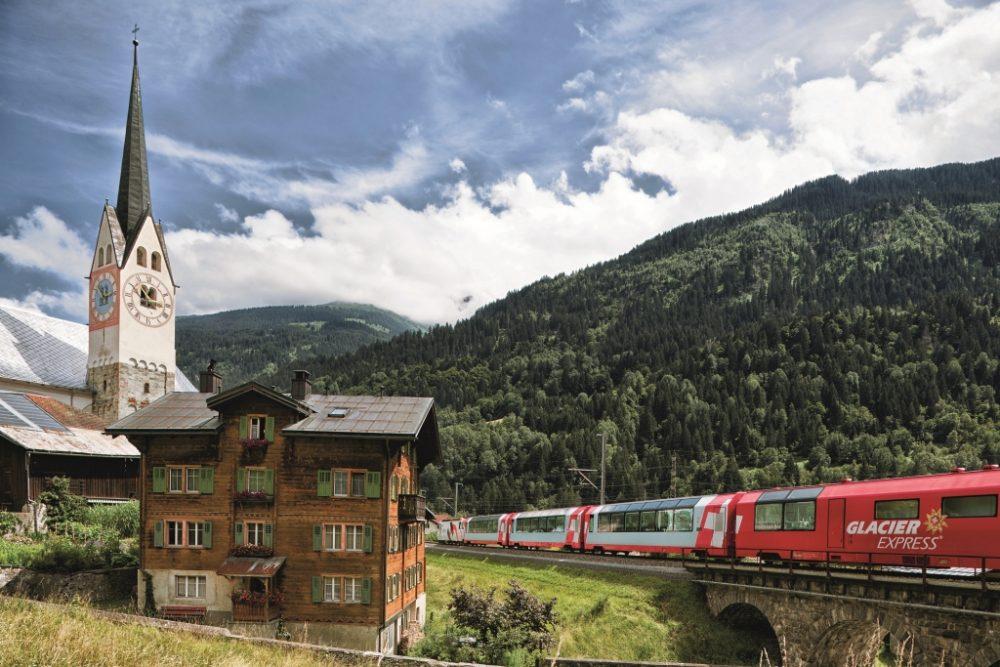 Glacier Express in Trun (C)GEXAG