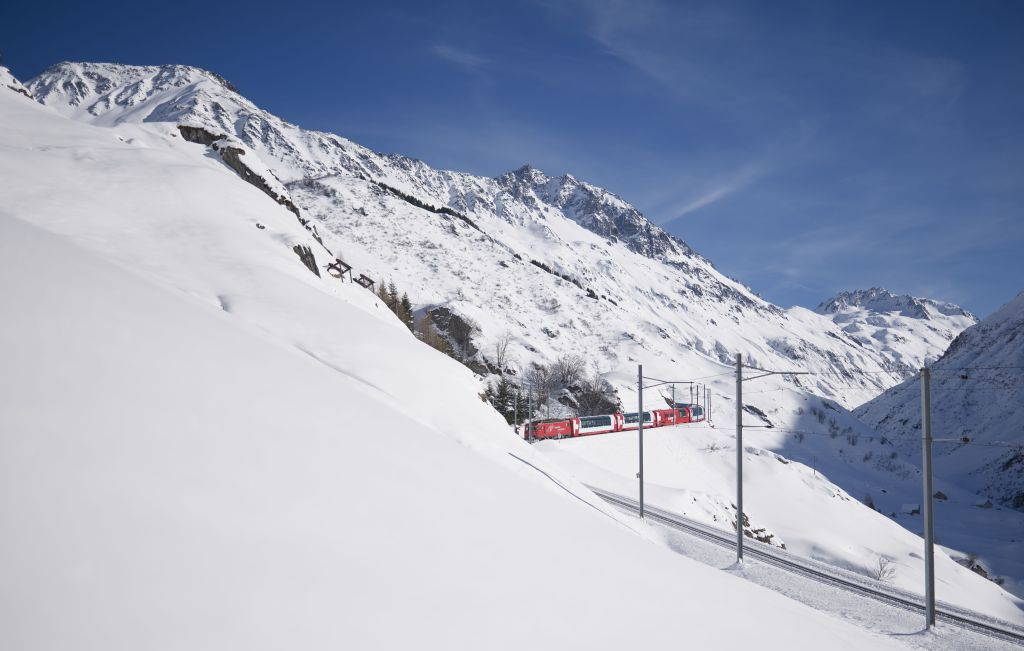 Glacier Express am Oberalppass (C)GEXAG/StephanSchlumpf