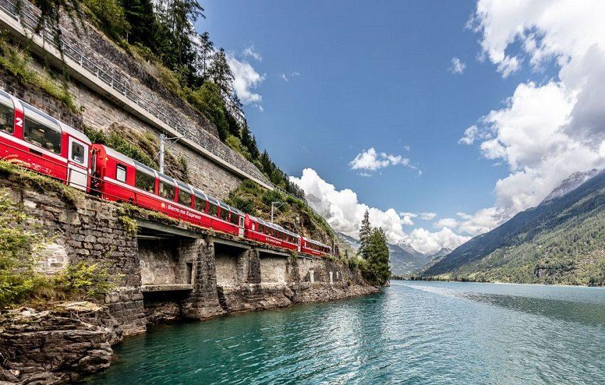 Bernina Express im Puschlav (C)RhBAndreaBadrutt