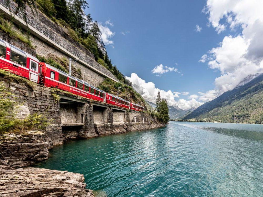 Bernina Express am Lago di Poschiavo (C)RhB/AndreaBadrutt
