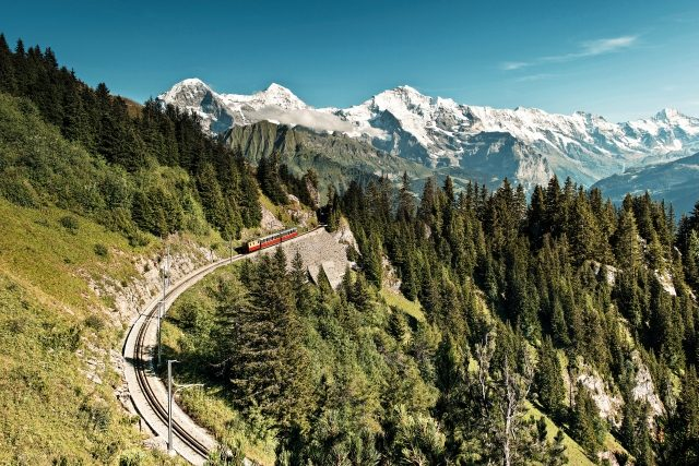 Schynige Platte Bahn mit Eiger, Mönch und Jungfrau (C)STS