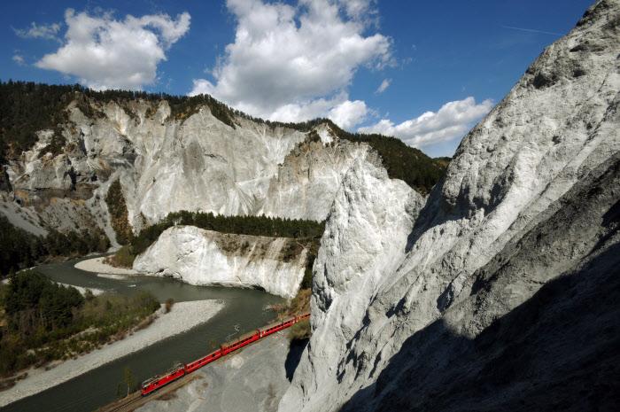 mit der Rhätischen Bahn durch die Rheinschlucht