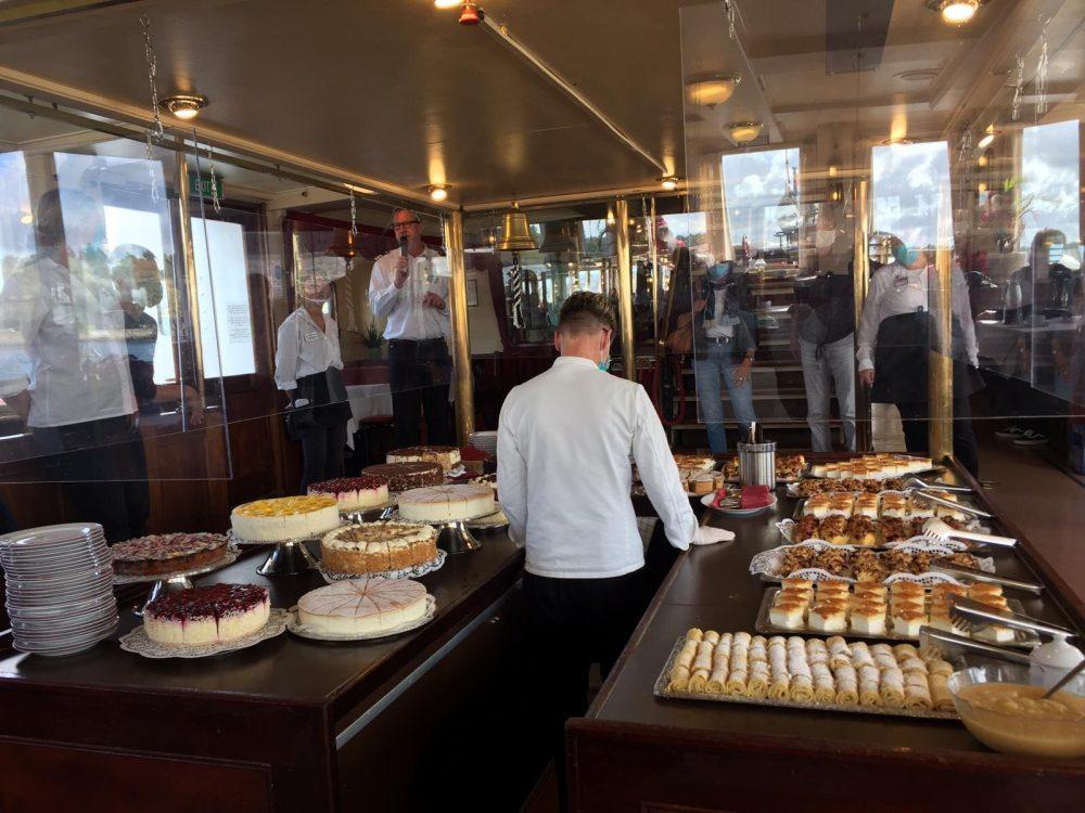 Kaffee und Kuchen an Bord © Uwe Schulz