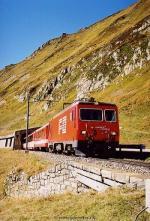 Glacier-Express am Oberalppaß