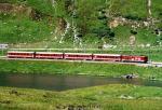 Regionalzug am Oberalpsee